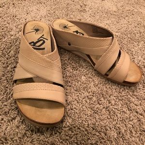 OTBT size 9 wedge leather sandals Pecan Departure